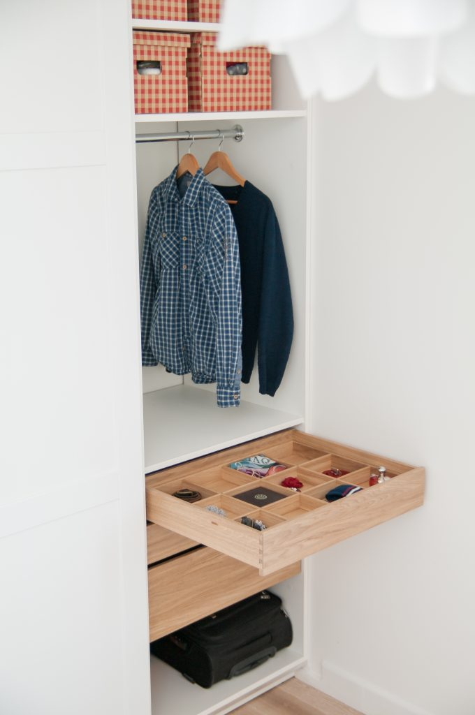 Drawer with insert in the wardrobe
